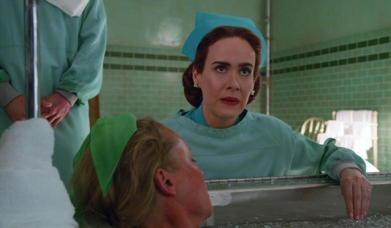 A atriz Sarah Paulson como Mildred Ratched.